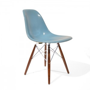 Eames DSW light Blue