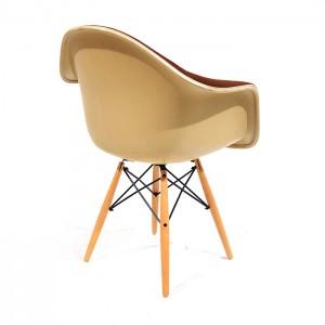 DAW Glasvezel kuipstoel door Charles & Ray Eames