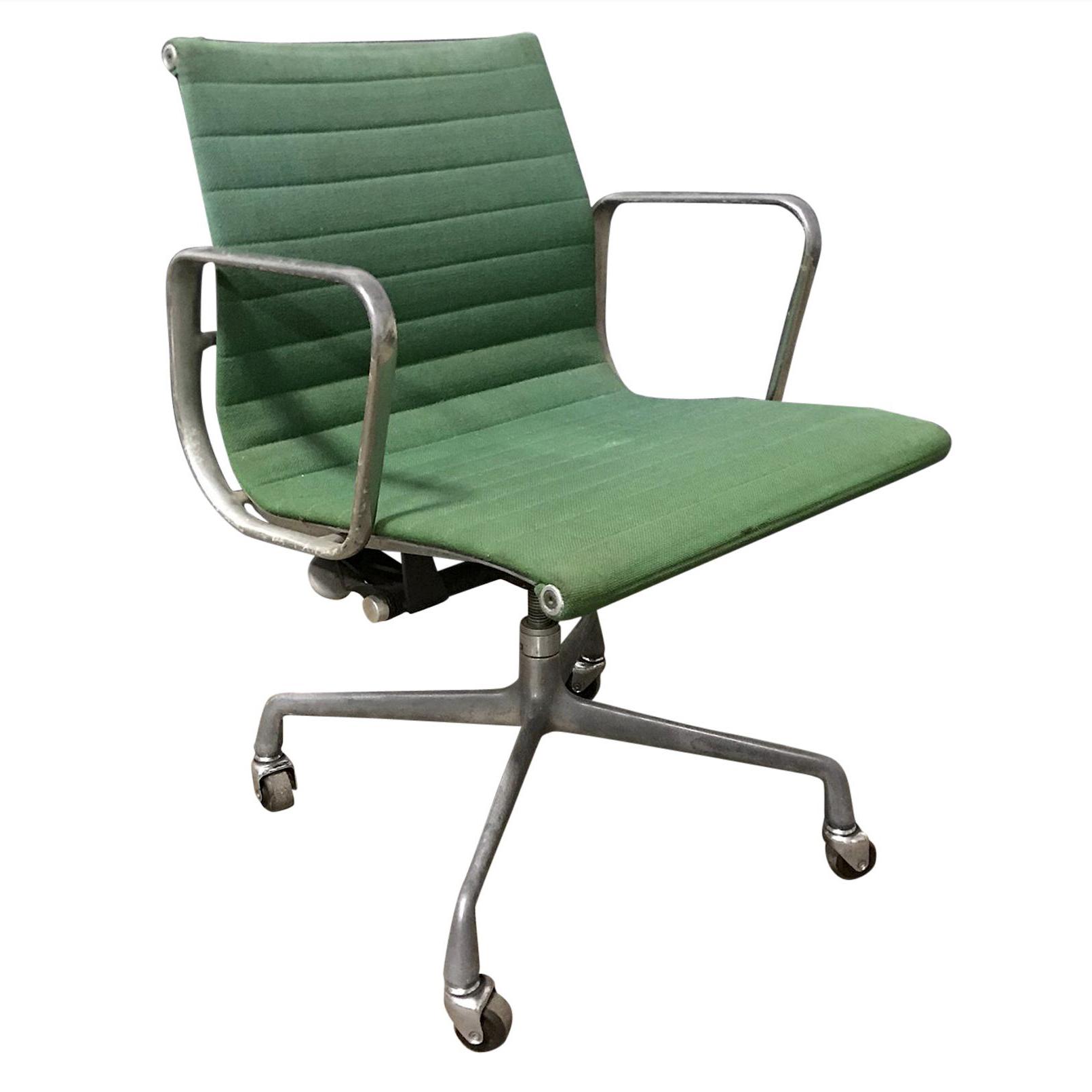 Charles Eames Bureaustoel.Charles Eames For Herman Miller Full Option Rare Green Desk Chair